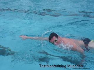 schwimmend mit brille